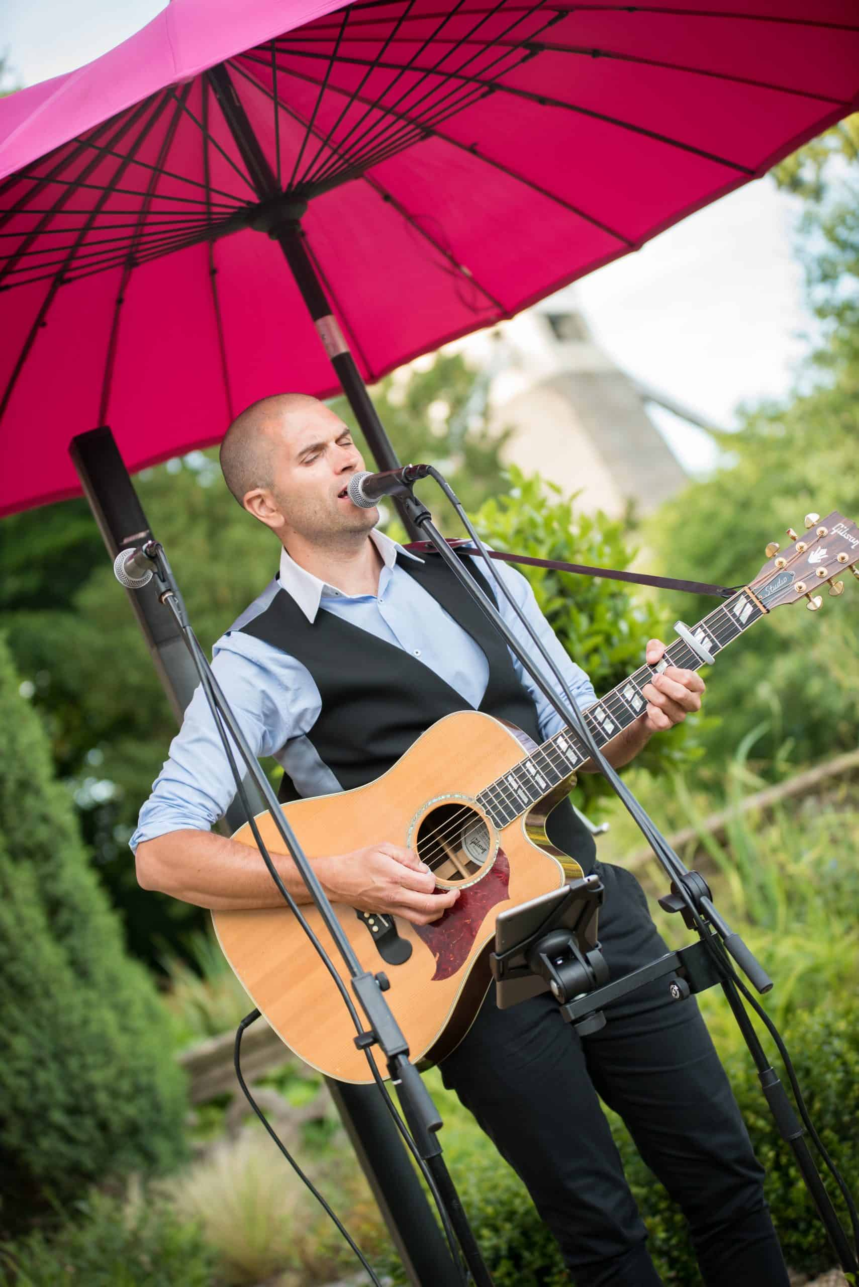 live entertainment at private party at home event planning by Alastair Currie Events